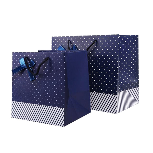 Different sizes paper shopping bags for gift packaging