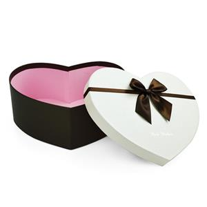 heart shaped chocolate gift box
