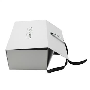 Rigid and Lovely Paper Magnet Gift Box with Folding Style